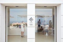 Monte - carlo, ingång för museum för villaPaloma samtida konst med exponeringsglasdörrar i en solig dag fotografering för bildbyråer
