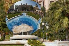 Monte Carlo, Mónaco, espejo del cielo, 25 09 2008: Reflexión de Casin Imágenes de archivo libres de regalías