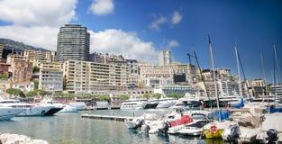 Monte, Carlo miasta panorama z luksusowymi jachtami w schronieniu -, Cote d'Azur Widok z lotu ptaka pejzaż miejski Drapacze chmur Obraz Royalty Free