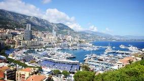 Monte, Carlo miasta panorama z luksusowymi jachtami w schronieniu -, Cote d'Azur Widok z lotu ptaka pejzaż miejski Drapacze chmur Obraz Stock