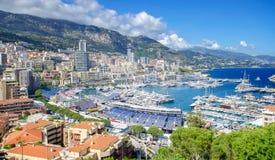Monte, Carlo miasta panorama z luksusowymi jachtami w schronieniu -, Cote d'Azur Widok z lotu ptaka pejzaż miejski Drapacze chmur Fotografia Royalty Free