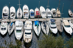 MONTE CARLO, MONACO - 19 AVRIL : Un assortiment de bateaux et yach Photos libres de droits