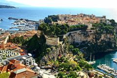 Monte - carlo, Monaco som är stenigt, princeÂs slott, furstendöme, Royaltyfri Fotografi