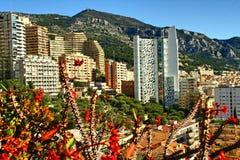 Monte - carlo, Monaco, staden, skyskrapor, blommar Arkivfoto