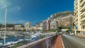 Monte Carlo Port Hercule-Panorama timelapse hyperlapse Ansicht von Luxusyachten und von Häusern um Hafen von Monaco, Taubenschlag stock video footage