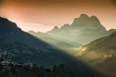 Monte Civetta i morgonljus, Dolomites, fjällängar, Italien Arkivbild