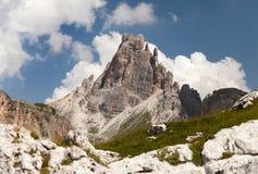 Monte Croda a Dinamarca Lago, montanhas em dolomites italianas Fotos de Stock