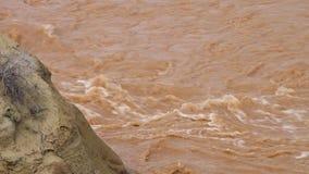 Monte da lama e da água do rio Rippling filme