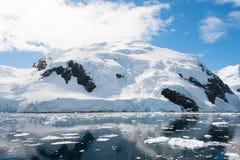Monte da neve em Continente antárctico Imagem de Stock
