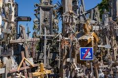 Monte das cruzes SIAULIAI, LITUÂNIA Imagens de Stock Royalty Free