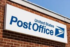 Monte de depósito - cerca do agosto de 2018: Lugar da estação de correios de USPS O USPS é responsável para fornecer a entrega de Imagens de Stock