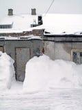 Monte de neve urbano profundo imagens de stock