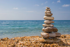 Monte de pedras na praia Fotos de Stock Royalty Free