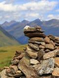Monte de pedras, pilha sintética das pedras, cumes de Oetztal em Tirol, Áustria fotografia de stock