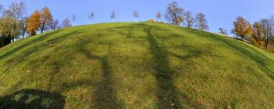 Monte de Rosengarten de Berna com as sombras feitas por árvores fotos de stock