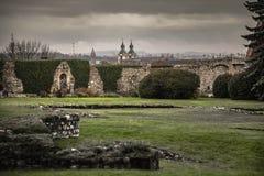 Monte de Wawel com fundações preservadas de construções velhas foto de stock royalty free