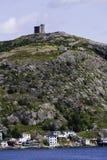 Monte do sinal e a bateria no porto de St John foto de stock