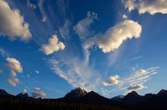 Monte el templo con las nubes Imagenes de archivo