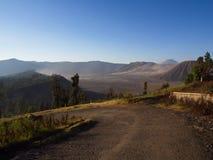 Monte el volcán de Bromo, la vista asombrosa de la montaña de Bromo localizada fotografía de archivo