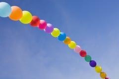 Monte en ballon l'arc-en-ciel Image stock