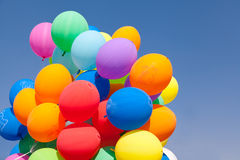 Monte en ballon le ciel bleu Photos libres de droits