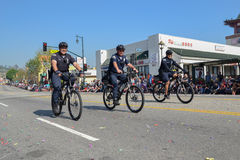 Monte en bicicleta al oficial de policía durante 117o Dragon Parade de oro Fotos de archivo libres de regalías