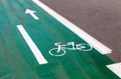 Monte en bicicleta el camino Fotos de archivo libres de regalías
