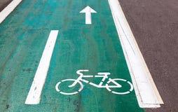 Monte en bicicleta el camino Fotos de archivo