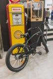 Monte en bicicleta en la exhibición en EICMA 2014 en Milán, Italia Imagenes de archivo