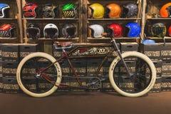 Monte en bicicleta en la exhibición en EICMA 2014 en Milán, Italia Fotos de archivo