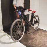 Monte en bicicleta en la exhibición en EICMA 2014 en Milán, Italia Fotografía de archivo libre de regalías