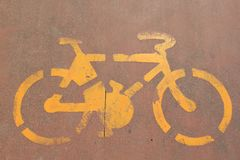 Monte en bicicleta la señal de tráfico Foto de archivo libre de regalías