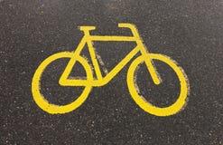 Monte en bicicleta la señal de tráfico Imagen de archivo libre de regalías