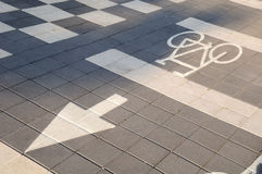 Monte en bicicleta la señal de tráfico Imágenes de archivo libres de regalías