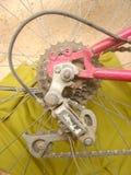 Monte en bicicleta los engranajes traseros Fotografía de archivo