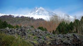 Monte Etna coberto de neve na mola Imagem de Stock Royalty Free