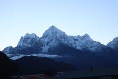 Monte Everest é a montanha a mais alta do ` s da terra fotografia de stock royalty free