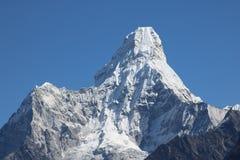 Monte Everest bonito atrai muitos montanhistas e alpinistas altamente experientes foto de stock royalty free