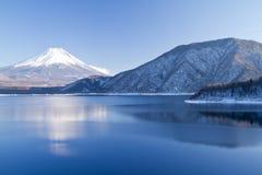 Inverno de Monte Fuji imagens de stock royalty free