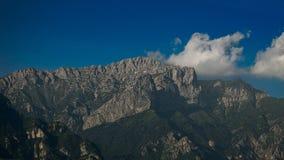Monte Grigna sopra la città di Lecco in Italia Immagini Stock Libere da Diritti