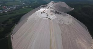 Monte Kali o paisaje de Kalimandscharo en Heringen Alemania almacen de video