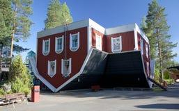 Monte la casa de sorpresas en el parque de atracciones Tykkimaki Fotos de archivo