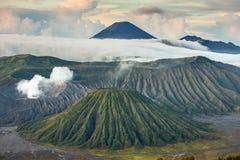 Monte los volcanes de Bromo y de Batok, Java Oriental, Indonesia Imágenes de archivo libres de regalías