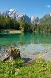 Monte Mangart del Lago di Fusine e Fotografia Stock Libera da Diritti