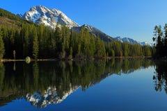 Monte a Moran reflejado en el lago string, parque nacional magnífico de Teton, Wyoming fotos de archivo libres de regalías