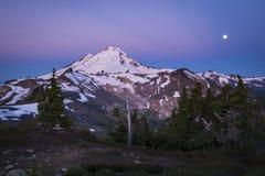 Monte o padeiro, Lua cheia, nascer do sol, estado de Washington Imagem de Stock