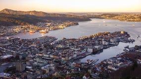 Monte a opinião da manhã de Fløyen à cidade de Bergen, Noruega fotografia de stock royalty free