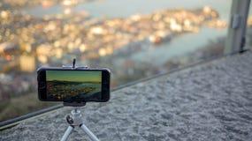 Monte a opinião da manhã de Fløyen à cidade de Bergen, Noruega fotos de stock