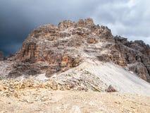 Monte Paterno, aka Paternkogel, около Tre Cime di Lavaredo в доломитах, Италии Стоковое Фото