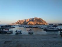 monte Pellegrino visto del cuadrado del erkte del monte de Palermo del mondello Imagenes de archivo